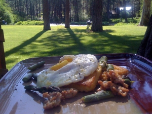 fried egg, polenta, sausage and asparagus