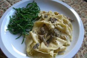Pappardelle with with mushrooms (and sea beans)