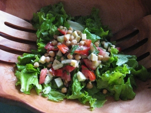 chickpea, tomato and cucumber salad